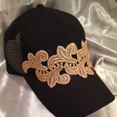 What fun this black trucker hat with gorgeous gold lace. Rhinestones can be added for a little bling Bone Bordado, Sun Hats For Women, Women Hats, Black Trucker Hat, African Clothing For Men, Diy Hat, Fancy Hats, Soutache Jewelry, Diy Hair Accessories
