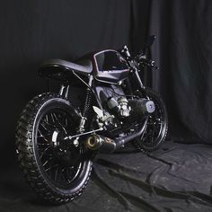 Cool BMW R45 Café Racer. Small but sexy! #caferacer #caferacers #caferockets #caferacerxxx #caferacerclub #caferacergram #caferacerporn #bikebrewers #bikersofinstagram #croig #caferacersofinstagram #caferacersociety #rideordie #ridecafe59 #acecafe...
