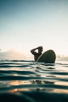 Riding waves isn't an activity secluded to the small and thin, which is why there are body boards built for the bigger guys. In this article we list the best of them and put all the pertinent information in one easy to read piece. That way you can read it, find one you like, then get out there and surf. There are reasons why people are drawn to the beach, and wearing fins while duck diving under a break. #surfing #bodyboard #biggerguys Kitesurfing, No Wave, Appalachian Trail, Pacific Crest Trail, Photo Surf, Relaxing Holidays, Malibu, Surfing Pictures, Sup Surf