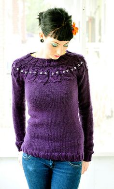 Owl Sweater    I've had this pattern in my favorites for quite some time on ravelry! Maybe when things calm down I'll have time to try it… so cute!    (Via silje/vanilje on flickr)
