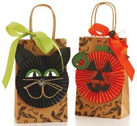 halloween gift bags or make party decorations the same way! halloween gift bags or make party decorations the same way! Source by meandmyinsanity Halloween Gift Bags, Halloween Paper Crafts, Halloween Party Decor, Halloween Cards, Holidays Halloween, Vintage Halloween, Fall Crafts, Halloween Diy, Holiday Crafts