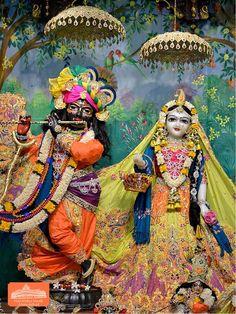 Hare Krishna Temple Ahmedabad Deity Darshan 30 Dec 2017 (2) Lord Krishna Wallpapers, Radha Krishna Wallpaper, Radha Krishna Images, Lord Krishna Images, Radha Krishna Photo, Krishna Art, Baby Krishna, Cute Krishna, Jai Shree Krishna