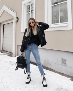70 winter outfits with doc martens 1 Winter Fashion Outfits, Edgy Outfits, Cute Casual Outfits, Outfits For Teens, Winter Outfits, Fashion Clothes, Summer Outfits, Minimalist Outfit, Dr Martens Outfit