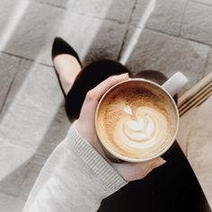 """lesruellesdeparis:  """" coffeeforthemoon:  """"Ffion McKeown.  """"  white/serene blog here xx  """""""