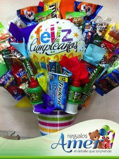 """Cubeta con chocolates y globo 9"""" temático. Regalos Amer. 5524 6977"""