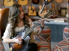 Sierra Hull to play First Night at Berklee