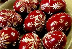 .. Christmas Bulbs, Christmas Decorations, Holiday Decor, Egg Tree, Paint Drop, Egg Decorating, Dot Painting, Happy Easter, Easter Eggs