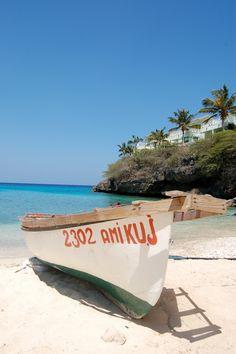 Picturesque Curacao - http://www.travelandtransitions.com/destinations/destination-advice/latin-america-the-caribbean/