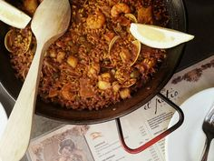 We enjoy paella year-round but it's also one of our favorite dishes to serve during the holidays, especially on Christmas eve. This authentic paella recipe is a veritable cornucopia of seafood - shrimp, scallops, and clams - all of which can be found Fish Recipes, Chicken Recipes, Spanish Seafood Paella, Spanish Food, Spanish Recipes, Holiday Recipes, Holiday Meals, I Want To Eat, Pulled Pork