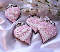Gorgeous snowy Christmas ornaments cookies decorated with pink and white royal icing. Christmas Sugar Cookies, Holiday Cookies, Christmas Desserts, Christmas Treats, Christmas Baking, Gingerbread Cookies, Christmas Gingerbread, Christmas Ornaments, Fancy Cookies