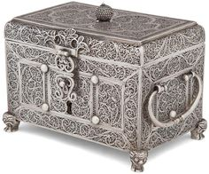 Antique Boxes, Antique Items, Silver Filigree, Antique Silver, Wooden Art Box, Art Marocain, Silver Pooja Items, Copper Work, Jewel Tone Wedding