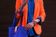 look femme moderne sac bleu veste orange veste rag and bone  top jcrew  jeans