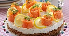 Cream cheese cake with smoked or cured salmon, dill and dark rye bread crust. Cocoa Recipes, Chocolate Recipes, Seafood Recipes, Gourmet Recipes, Open Faced Sandwich, Scandinavian Food, Sandwich Cake, Swedish Recipes, Cake With Cream Cheese