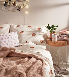 Interior Living Room Design Trends for 2019 - Interior Design Urban Outfitters Home, Duvet Covers Urban Outfitters, Uo Home, Aesthetic Room Decor, Cosy Aesthetic, Bed Duvet Covers, Dream Rooms, My New Room, House Rooms