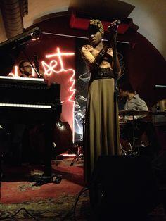 Marga Mbande Quartet al Sunset (amb Roger Mas al piano, Tom Warburton al contrabaix, i un fantàstic Marc Ayza a la bateria). En viu i en directe: https://vimeo.com/112922957