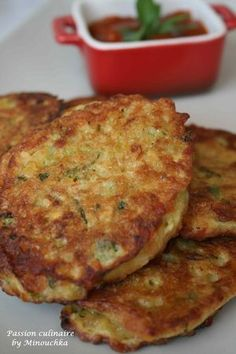 Zucchini patties and coral lentils - culinary passion by Minouchka - vegetarian Fun Easy Recipes, Veggie Recipes, Mexican Food Recipes, Vegetarian Recipes, Healthy Recipes, Vegetarian Steak, Batch Cooking, Easy Cooking, Cooking Recipes