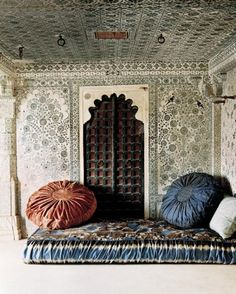 Wow....what chic global bedroom. The walls, the doors, the ceiling!  It's like a dream.....#design
