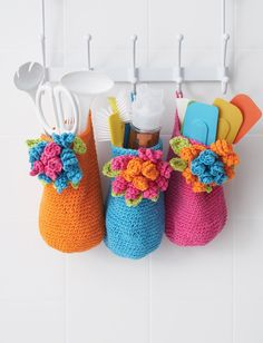 Crochet Bouquet Baskets free pattern. ༺✿ƬⱤღ  https://www.pinterest.com/teretegui/✿༻