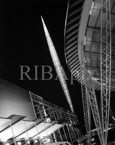 Skylon, Festival of Britain / Powell & Moya J. Maltby photograph RIBA British Architectural Library Photographs Collection Skylon - dome of pixels Uk History, History Photos, 1950s Design, World's Fair, Space Travel, Architecture Details, Britain, Pattern Design, Mid Century