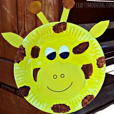 How to make a giraffe paper plate craft for kids. Fun art project for learning about the zoo or just giraffes.
