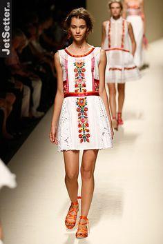 Недели моды Milan Fashion Week: показ Alberta Ferretti -...