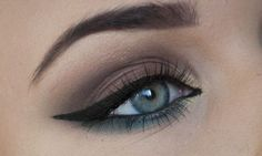 Perfect for a blue/ green eye. So simple!