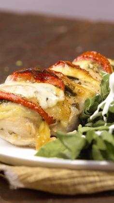 Pollo Caprese - So Tutorial and Ideas Healthy Breakfast Recipes, Healthy Dinner Recipes, Cooking Recipes, Tasty Videos, Food Videos, Poulet Caprese, Caprese Chicken, Food Dishes, Dishes Recipes