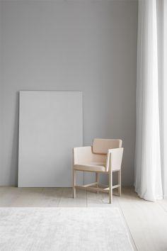 Fredericia Furniture is a Danish design house, born of a proud heritage. Swedish Design, Scandinavian Design, Danish Design, New Furniture, Furniture Design, Style Artisanal, Foto 3d, Bureau Design, Solid Wood Table