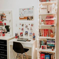 21 Simple and Smart Dorm Room Organization Ideas To Get A Spacious Room Dorm Roo. 21 Simple and Smart Dorm Room Organization Ideas To Get A Spacious Room Dorm Room Organizations Dor Study Room Decor, Room Ideas Bedroom, Teen Room Decor, Home Office Decor, Book Shelf Bedroom, Bedroom Bookcase, White Desk Bedroom, Bedroom Ideas For Small Rooms, Bedroom Inspo