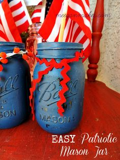 Fourth of July Decorations & Ideas are easy and patriotic. Everything from flags, wreaths, party ideas, to painted jars. Even vintage box springs. Pot Mason Diy, Mason Jar Crafts, Mason Jars, Fourth Of July Decor, July 4th, American Flag Crafts, Holiday Themes, Holiday Crafts, Blue Crafts