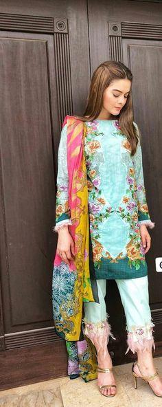 Favourite minal khan Pakistani Casual Wear, Pakistani Lawn Suits, Simple Pakistani Dresses, Pakistani Street Style, Pakistani Dress Design, Pakistani Outfits, Pakistani Clothing, Stylish Dresses, Casual Dresses