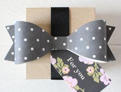 black + white polka dot bow and floral tag {printableweddings.com}