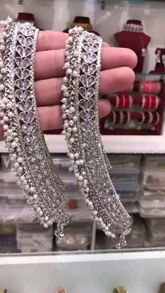 Antique Jewellery Designs, Fancy Jewellery, Gold Jewellery Design, Stylish Jewelry, Pakistani Bridal Jewelry, Indian Bridal Jewelry Sets, Bridal Bangles, Silver Anklets Designs, Anklet Designs