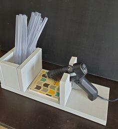 Glue Gun Projects, Glue Gun Crafts, Wood Projects, Craft Projects, Craft Ideas, Diy Ideas, Klebepistole Halter, Glue Gun Holder, Fenix Ntm