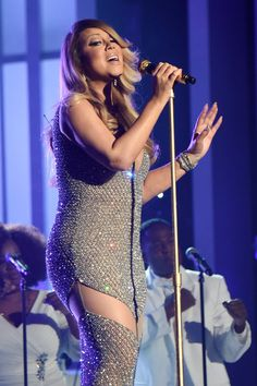 Mariah Carey gave a killer performance (and looked amazing!) at the 2015 Billboard Music Awards. Check out more of the best pictures from the night! Mariah Carey, The Intern Movie, Billboard Music Awards 2015, Hollywood Walk Of Fame, Photos Du, Nicki Minaj, Role Models, Good Music, Celebs