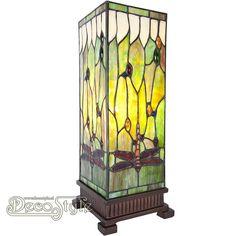 Tiffany Windlicht Rocco Dragonfly Large  Een bijzonder mooi windlicht met libelles. Helemaal met de hand gemaakt van echt Tiffanyglas. Dit originele glas zorgt voor de warme uitstraling. De voet is vervaardigd van brons. Met 1x grote fitting (E27). Met schakelaar in het lichtnetsnoer. Afmetingen: Hoogte: 45 cm Breedte: 18 cm Diepte: 18 cm