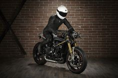 """Awesome Speed Triple 2011 Cafe Racer, made by """"Slaves of Speed"""". Arguably the most impresive and refined ST Cafe out there. Street Fighter, Custom Bikes, Projects To Try, Motorcycles, Café Racers, Sociology, Jacket, Cars, Bikers"""