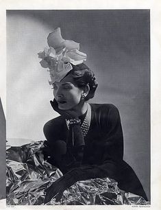 Balenciaga 1938  Madame Agnès (millinery)  André Durst (photo)