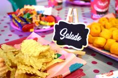 Ideas con Pizarras para Candy Bar fiesta de cumpleaños. Encuentra este y más modelos disponibles en nuestra tienda ubicada en Nueva Providencia 2260 local 98 Metro Los Leones Providencia Santiago