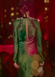 Trompe l'oeil floating hands and necklace at Schiaparelli Haute Couture Indie Fashion, High Fashion, Fashion Show, Fashion Looks, Couture Fashion, Runway Fashion, Ss15 Fashion, Catwalk Models, Fashion Details
