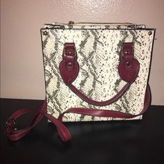 Steve Madden Purse Not too big of a purse but not small either. Used once. It did not come with an actual tag on it just a store bag. It will come with the Steve Madden purchase bag to keep it stored in to prevent stains or getting dirty at home when not in use. Steve Madden Bags Satchels