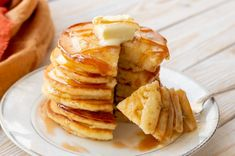The BEST Fluffy Buttermilk Pancakes - Mom On Timeout - The BEST Fluffy Buttermilk Pancakes you'll ever try! Pancakes are the quintessential weekend break - Breakfast For Dinner, Breakfast Recipes, Snack Recipes, Cooking Recipes, Breakfast Options, Pancake Healthy, Best Pancake Recipe, Pancake Recipes, Buttermilk Recipes