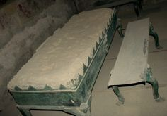 Roman bed recovered in Pompeii. artandinterior.blogspot.com