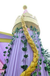 Acuarela: Fiesta Rapunzel de Enredados (Festa Rapunzel de Enrolados) Third Birthday, 4th Birthday Parties, Stage Decorations, Birthday Decorations, Rapunzel Birthday Party, Debut Ideas, Moana Party, Tangled Rapunzel, Diy Backdrop
