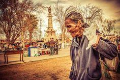 Cd. Juarez y su Gente Al Fondo Monumento Benito Juarez.