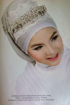 Model jilbab pas nikahan maunya kek gini nih, anggun.. :3