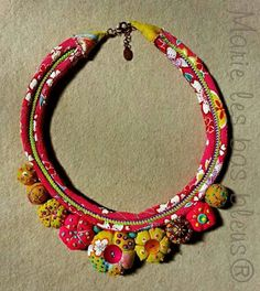 Risultati immagini per textile jewelry Jewelry Crafts, Jewelry Art, Beaded Jewelry, Handmade Jewelry, Jewelry Design, Fabric Necklace, Diy Necklace, Necklaces, Bracelets