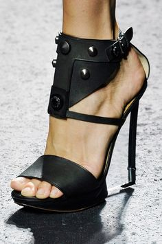 Lucite. Black shoes with interest #shoes
