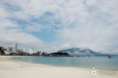 Busan Songdo Beach 부산 송도해수욕장. Looks really beautiful. And it seems like the water is clearer than at Haeundae or Gwangalli. Could just be because of the weather in the picture...