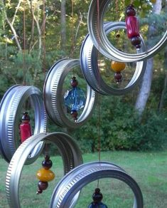 Wind chimes are a simple way to add charm and interest to your outdoor space. The sights and sounds of a wind chime dancing in the breeze can truly take your porch or garden to the next level. Mason Jar Lids, Mason Jar Crafts, Diy Jars, Canning Lids, Garden Crafts, Garden Projects, Garden Ideas, Diy Projects, Carillons Diy
